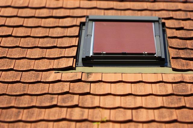 Czym się różnią okna dachowe? Jakie są ich rodzaje?