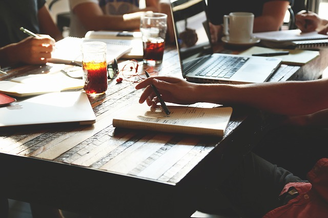 Szkolenia z prawa pracy – warto wiedzieć więcej