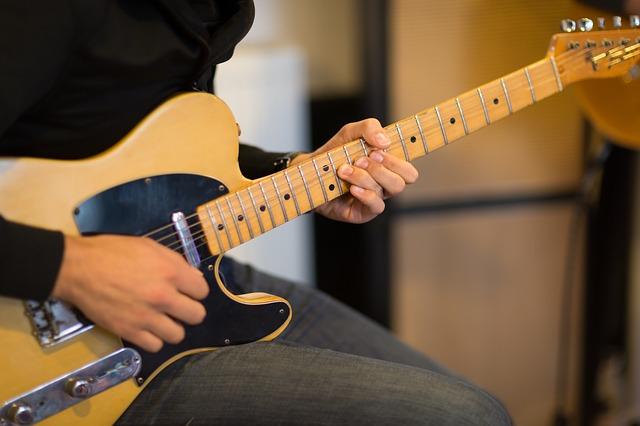 Jak wygląda lekcja gry na gitarze?