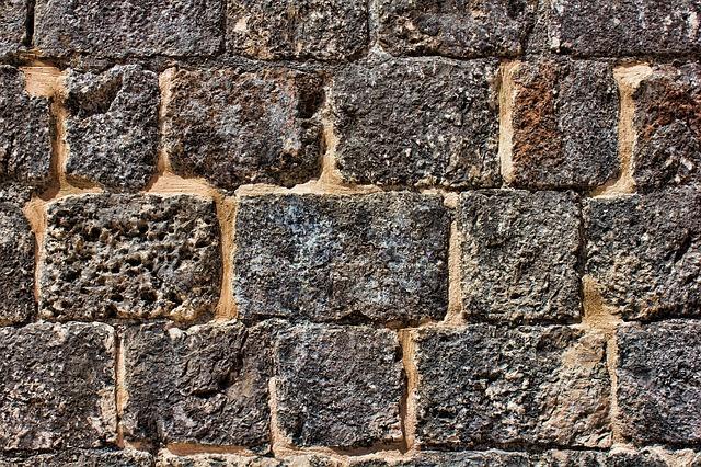Jak położyć łupek na ścianę?