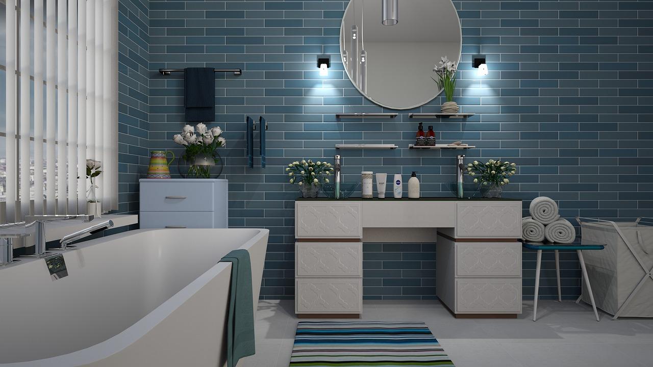 Ramki, obrazki plakaty jako istotna część dekoracji w łazience