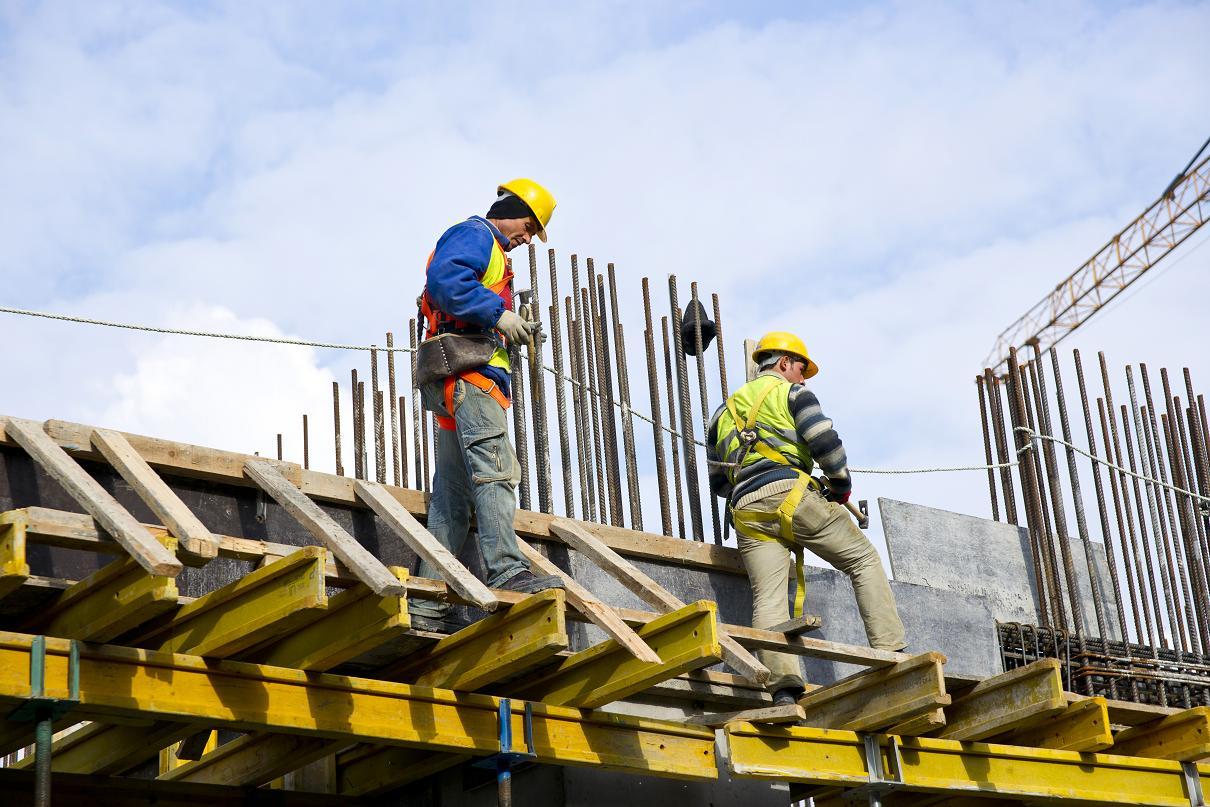 Jak zabezpieczyć materiały budowlane przed zimą
