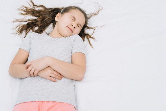 Jak objawia się ból brzucha u dziecka?